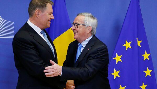 AB Komisyonu Başkanı Jean-Claude Juncker ve Romanya Cumhurbaşkanı Klaus Werner Iohannis - Sputnik Türkiye