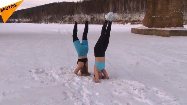 Sibiryalı kızlardan dondurucu soğukta ekstremal yoga - Sputnik Türkiye