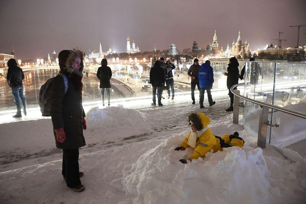 Moskova'da şiddetli kar yağışı
