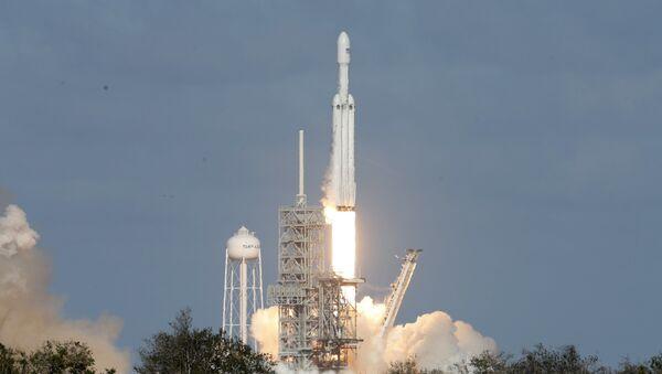 SpaceX Falcon Heavy roketini fırlattı - Sputnik Türkiye