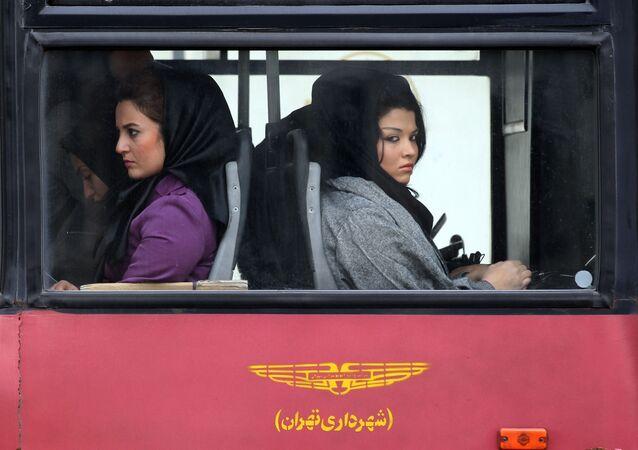 1979  İslam Devrimi öncesi ve günümüzde İran'da kadınlar
