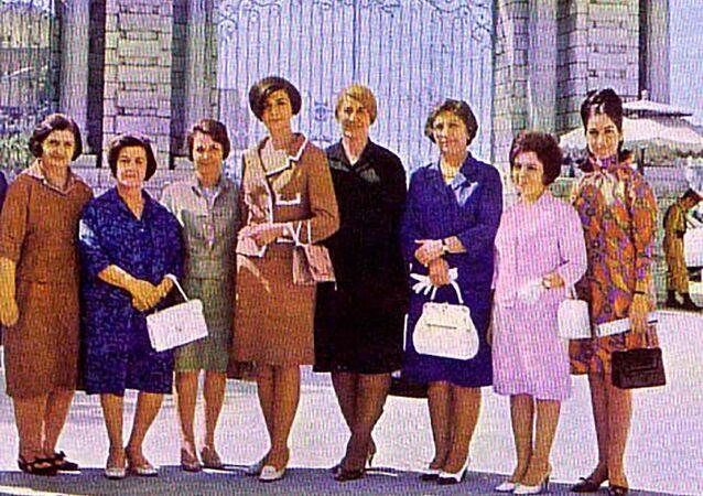 1979  İslam Devrimi öncesi ve günümüzde İran'da kadın modası