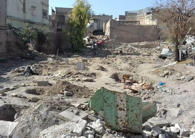 Musul'da cesetler, teröristlerin kirlettiği Yahudi mezarlığa gömülüyor