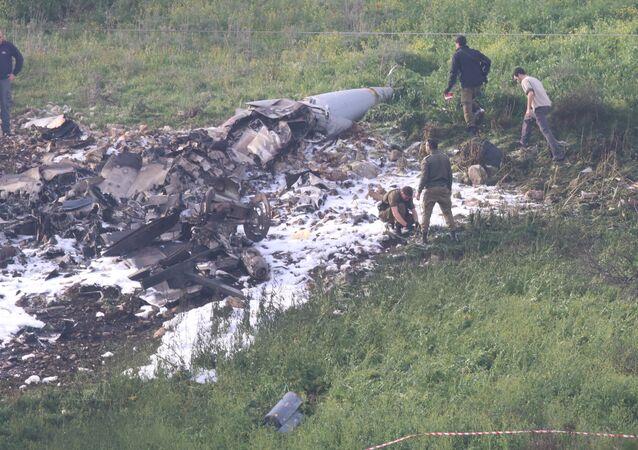Suriye hava savunma sistemlerinin vurduğu İsrail F-16'sı İsrail'in kuzeyinde düştü.