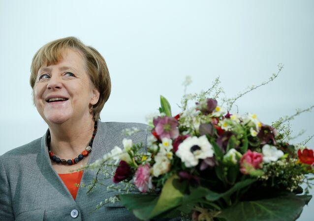 Angela Merkel çiçek
