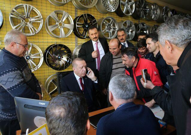 Cumhurbaşkanı Recep Tayyip Erdoğan Ankara'da lastikçi esnafı ile buluştu