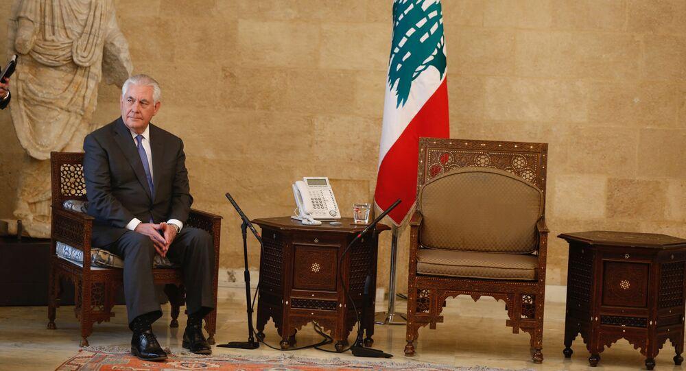 ABD Dışişleri Bakanı Rex Tillerson Lübnan cumhurbaşkanlığı sarayında tek başına beklerken