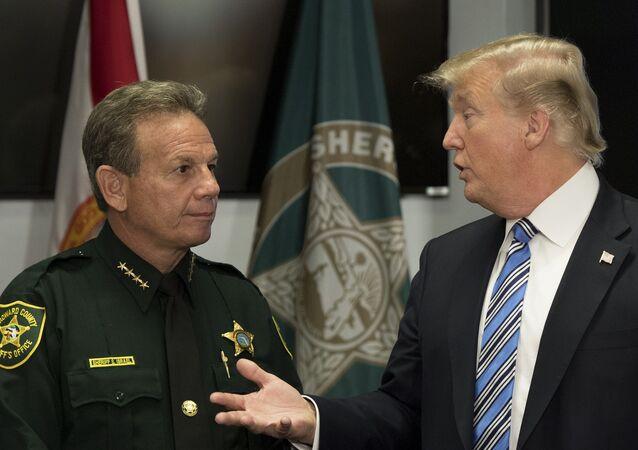 Florida okul katliamı sonrası ABD Başkanı Donald Trump Broward County Şerifi Scott Israel ile görüştü