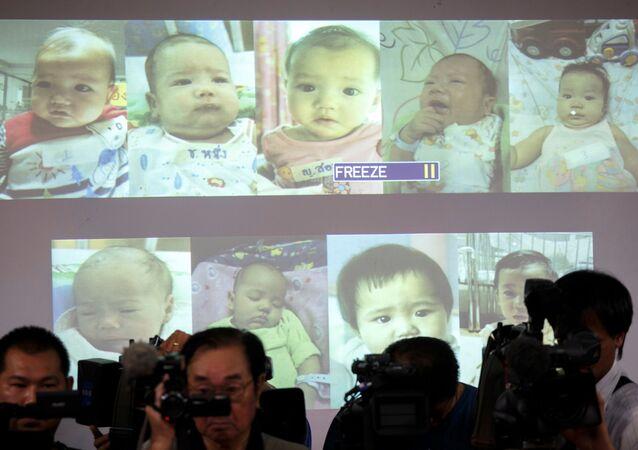 'Bebek fabrikası' lakabıyla anılan Japonya'dan 28 yaşındaki zengin işadamı Mitsutoki Shigeta'nın, spermlerini verdiği Tayland'daki taşıyıcı anneler tarafından dünyaya getirilen bebekler üzerinde babalık hakları olduğu kabul edildi.