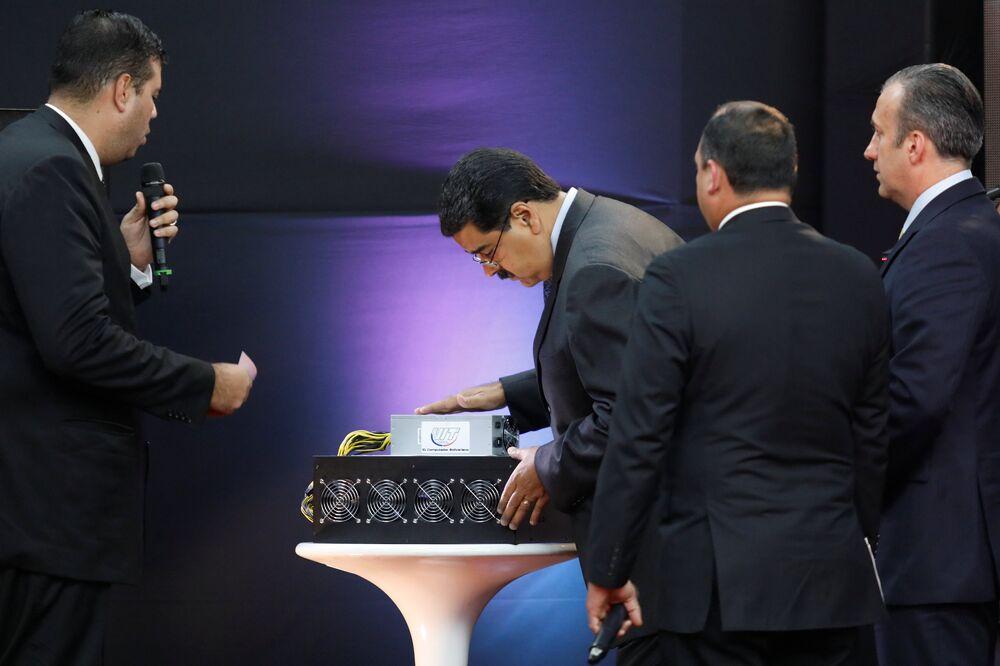 Venezüella Kripto Para Başmüfettişi Carlos Vargas geçen hafta yeni para birimine Katar, Türkiye ve Ortadoğu ülkelerinden yatırım beklediklerini, ayrıca Avrupa ve Amerika'dan da talep olacağını tahmin ettiklerini ifade etmişti.