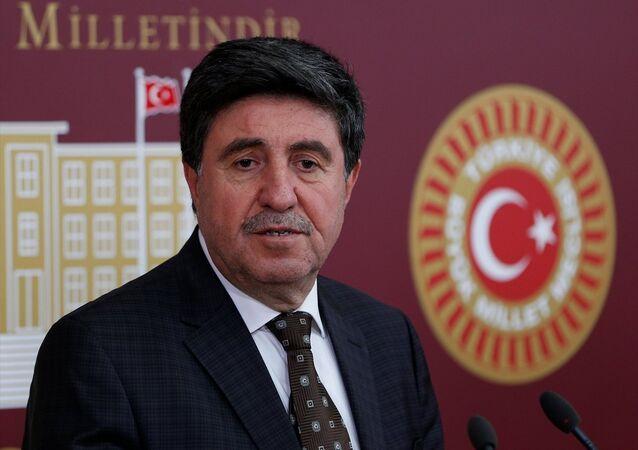 HDP Diyarbakır milletvekili Altan Tan, TBMM'de basın toplantısı düzenledi.