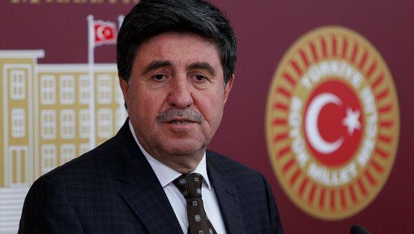 HDP Diyarbakır milletvekili Altan Tan, TBMM'de basın toplantısı düzenledi. - Sputnik Türkiye