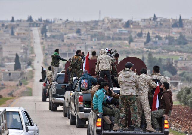 Suriye hükümet güçleri konvoy halinde Afrin'e giriş yapıyor.  20 Şubat 2018