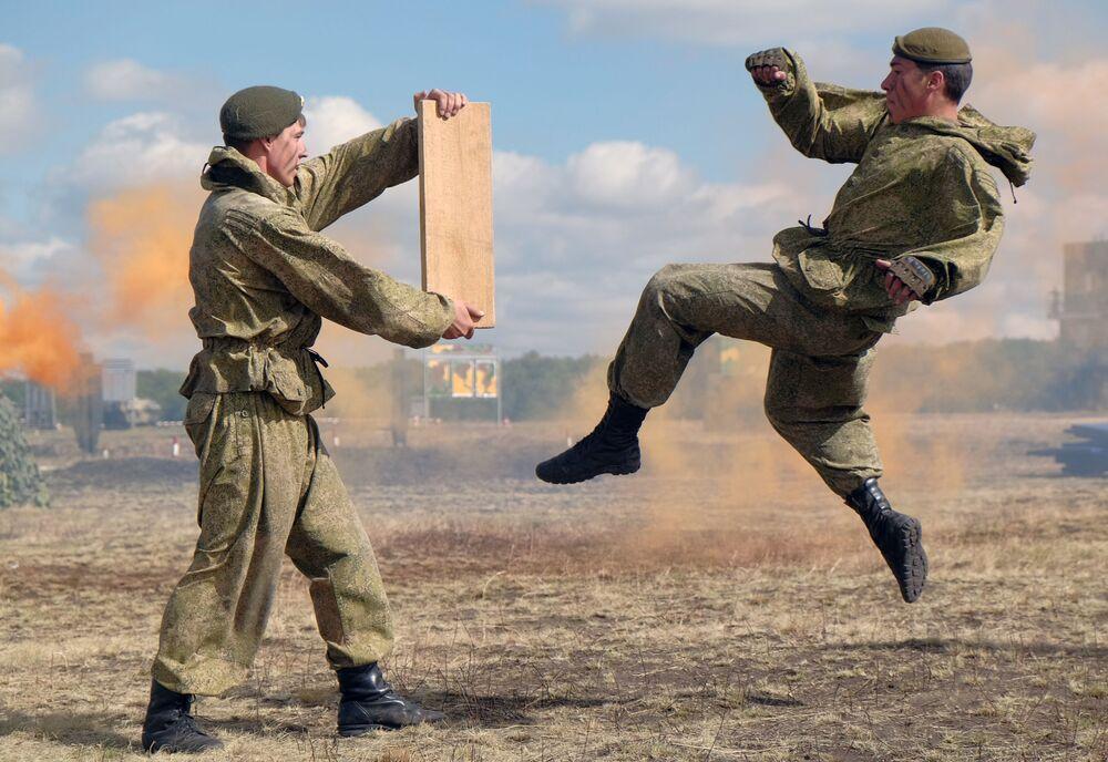 Rusya'da Vatan Savunucuları Günü