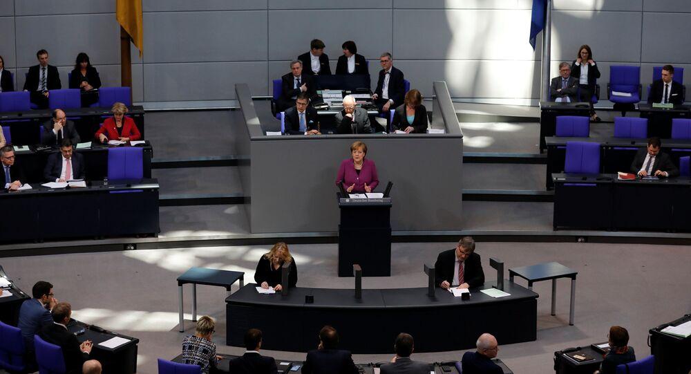 Alman meclisi Merkel