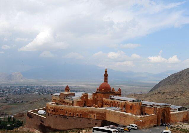 Ağrı-İshak Paşa Sarayı