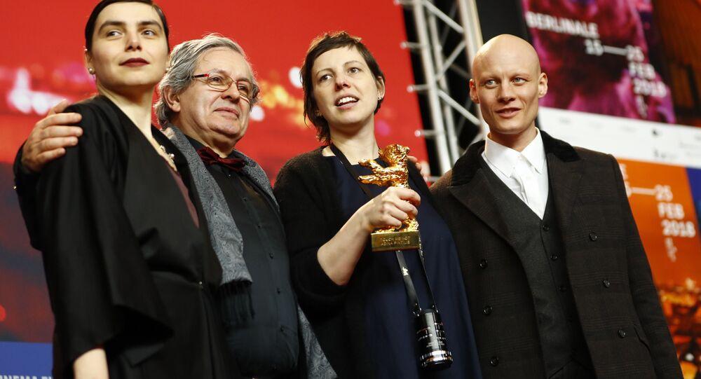 68. Berlinale'de en iyi film ödülünü kazanan Touch Me Not'ın yönetmeni Adina Pintilie