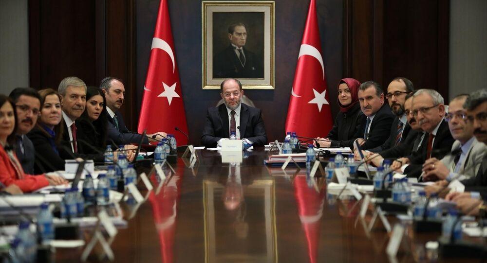 Başbakan Yardımcısı Recep Akdağ ve çocuk istismarının önlenmesine yönelik tedbirleri belirlemek üzere kurulan komisyon