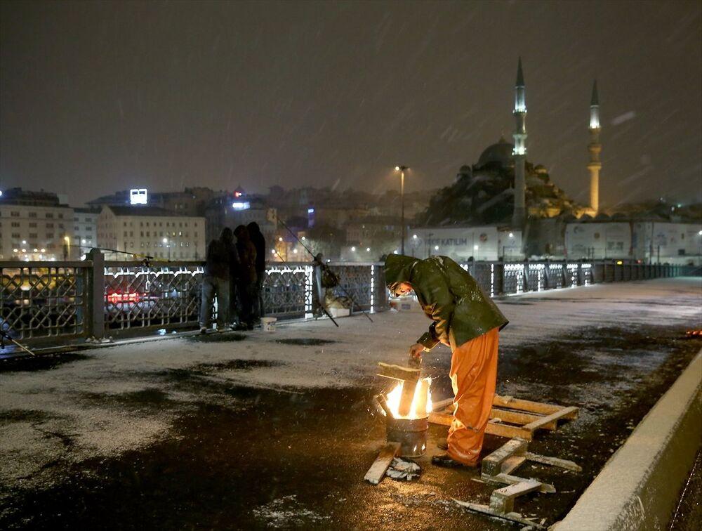 İstanbul, güne karla uyandı