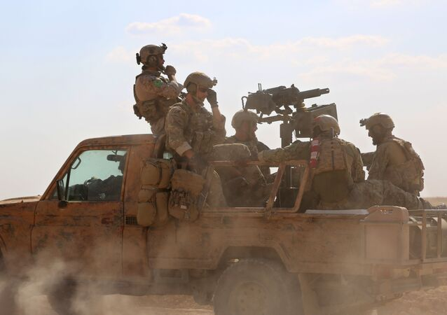 DSG'yi destekleyen ABD özel kuvvetler askerleri Rakka'nın Fatisah kasabası Mayıs 2016