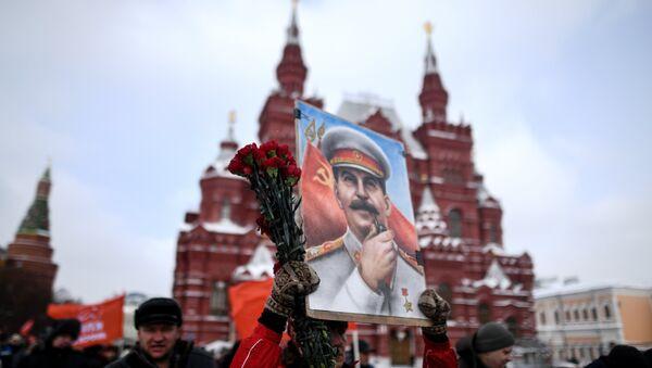 Eski Sovyetler Birliği lideri Joseph Stalin 65. ölüm yıl dönümünde Rusya'da anıldı. - Sputnik Türkiye