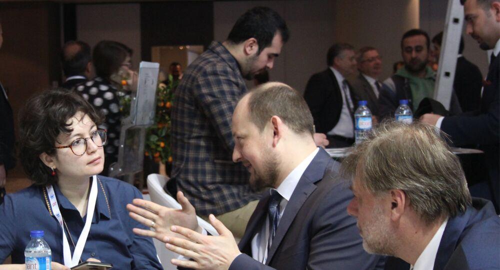 Akkuyu Nükleer A.Ş. Genel Müdürü Ryzhak Konstantin ve Akkuyu Nükleer İletişim Müdürü İvan Gogoloev, Sputnik muhabiri Elif Sudagezer'in sorularını yanıtlıyor