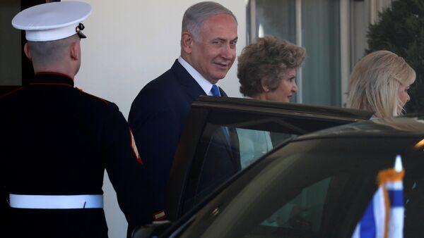 İsrail Başbakanı Benyamin Netanyahu eşi Sara Netanyahu Beyaz Saray'dan çıkış Washington 5 Mart 2018 - Sputnik Türkiye