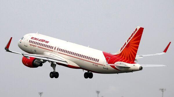 Air India (Hindistan Havayolları), Sardar Vallabhbhai Patel Uluslararası Havaalanı, Ahmedabad, Hindistan - Sputnik Türkiye