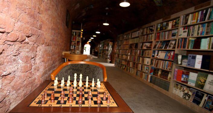 Çankaya Belediyesi temizlik işçileri, eski tuğla fabrikasını restore ederek kütüphane kurdu.
