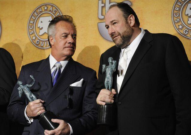 The Sopranos oyuncuları Tony Sirico ve James Gandolfini