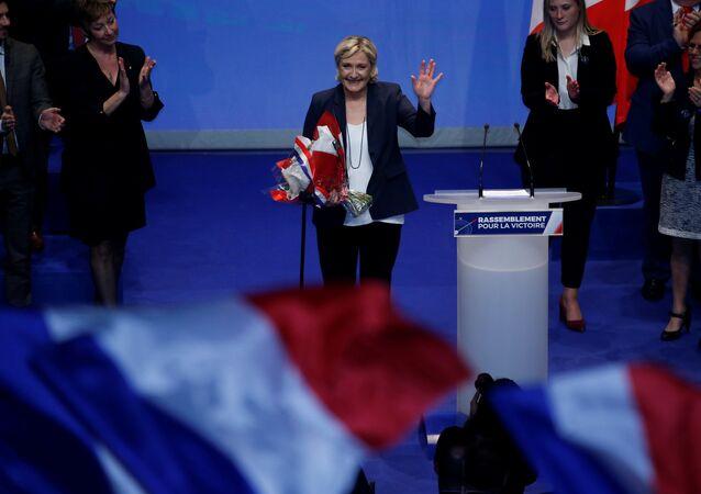 Ulusal Cephe'nin (FN) Fransa'nın işçi sınıfının yoğun olduğu kuzeydeki Lille kentinde düzenlediği kurultayda parti lideri Marine Le Pen'den isim değişikliği önerisi geldi.