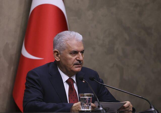 Başbakan Binali Yıldırım, Azerbaycan'a gerçekleştireceği ziyareti öncesi Esenboğa Havalimanı Şeref Salonu'nda basın toplantısı düzenledi.