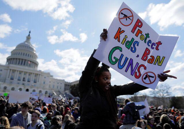 ABD çapında öğrenciler silah protestosu için ülke çapında ders bıraktı, Washington, Kongre önü, 14 Mart 2018