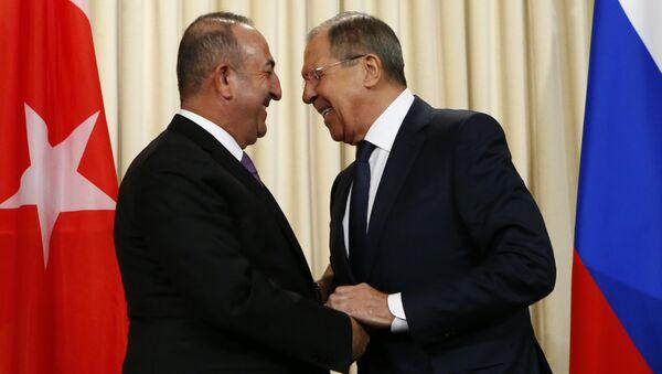 Rusya Dışişleri Bakanı Sergey Lavrov ve Türk mevkidaşı Mevlüt Çavuşoğlu - Sputnik Türkiye