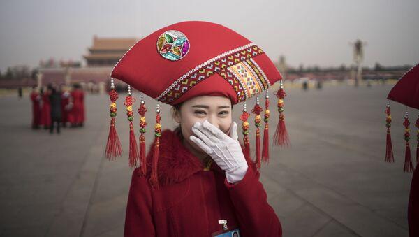 Çin'de misafir karşılama hostesleri - Sputnik Türkiye