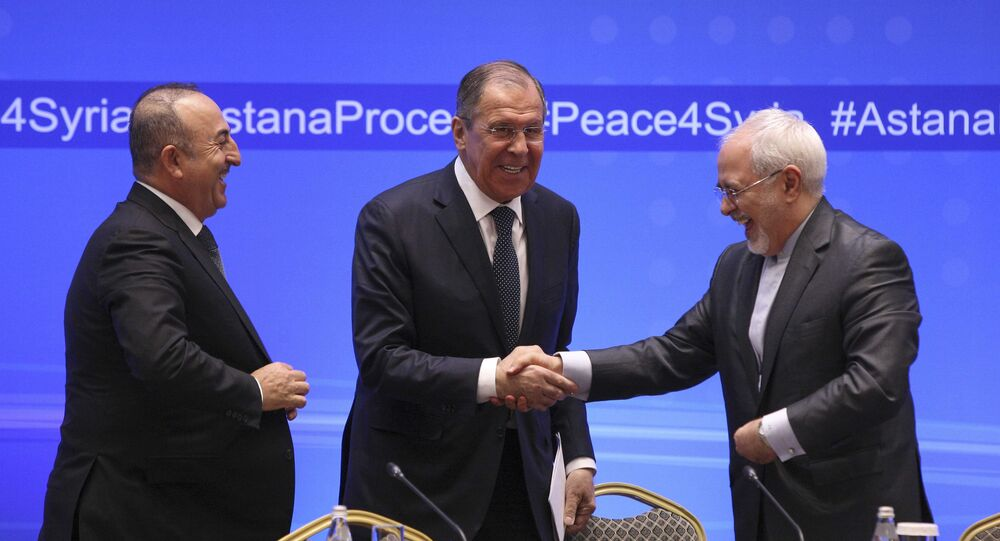 Kazakistan'ın başkenti Astana'da Rusya Dışişleri Bakanı Sergey Lavrov, Türk mevkidaşı Mevlüt Çavuşoğlu ve İranlı mevkidaşı Muhammed Cevad Zarif