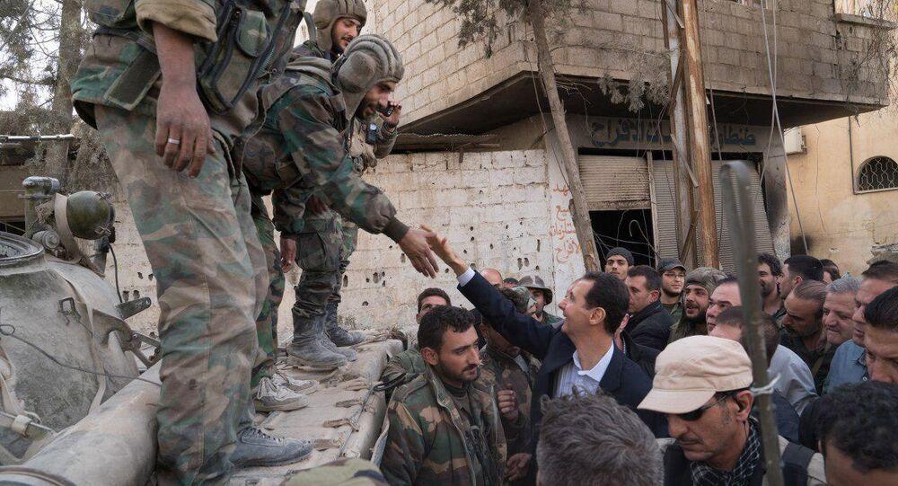 Suriye Devlet Başkanı Beşar Esad Doğu Guta'da Suriyeli askerlerle buluştu
