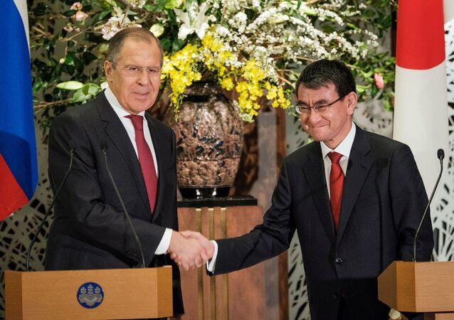 Rusya Dışişleri Bakanı Sergey Lavrov ve Japon mevkidaşı Taro Kono