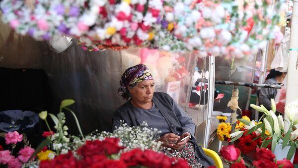 Taksim çiçekçileri yeni yerine taşınacak - Sputnik Türkiye