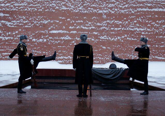 Moskova Kremlin Duvarı Meçhul Asker Anıtı