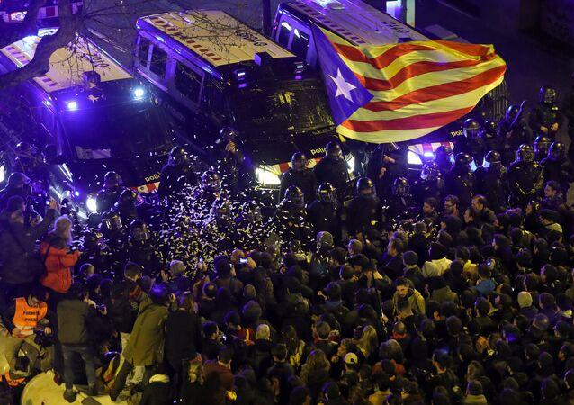 İspanya Katalonya Barselona protesto çatışma
