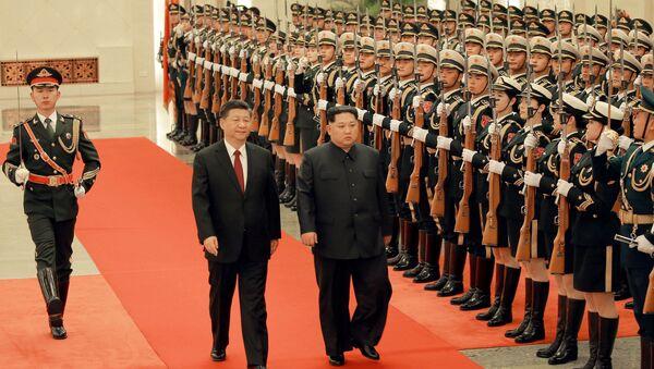 Kuzey Kore lideri Kim Jong-un- Çin lideri Şi Cinping - Sputnik Türkiye