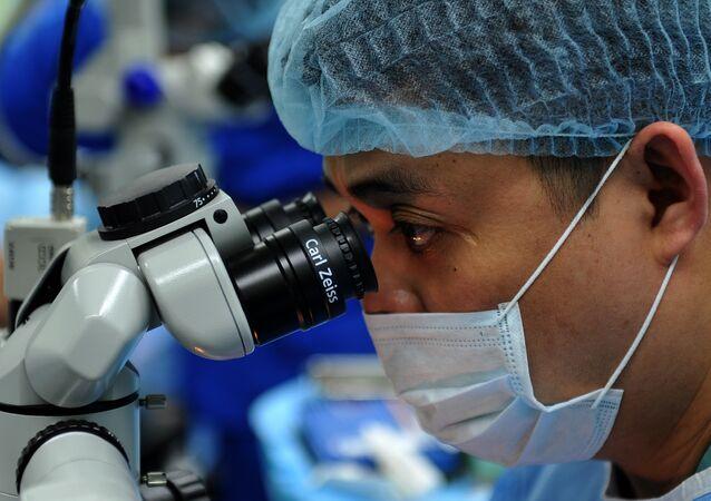 Medikal mikroskop