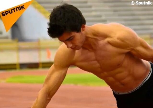 'Suriyeli Bruce Lee' iki parmak şınavıyla rekor kırdı