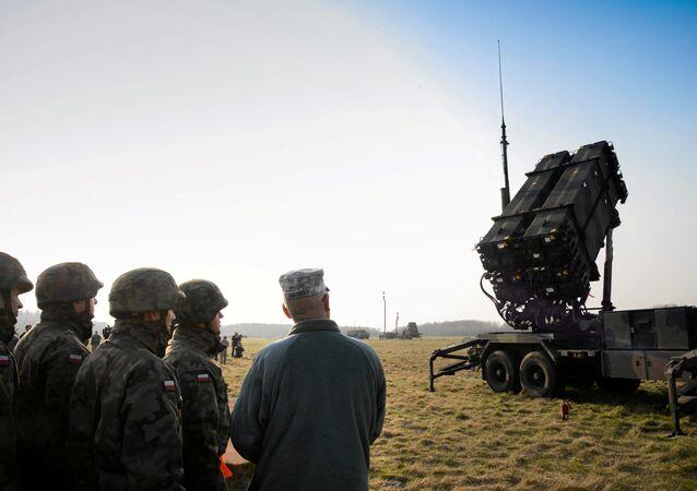 Anlaşmanın ilk etabında ABD, Polonya'ya 16 seyyar füze rampası ve 208 Patriot füzesi temin edecek. Füzeler Polonya ile Rusya sınırındaki Kaliningrad bölgesi yakınlarına konuşlandırılacak.