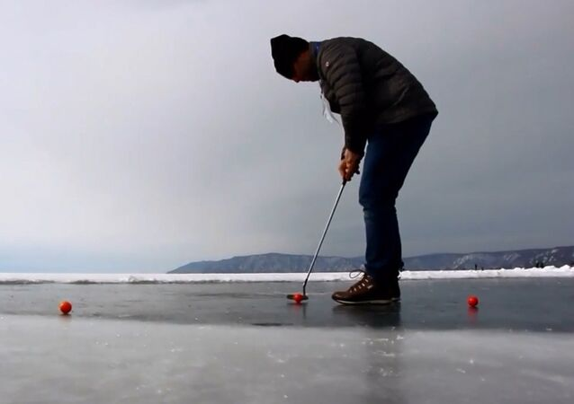 Donmuş Baykal Gölü'nde golf turnuvası