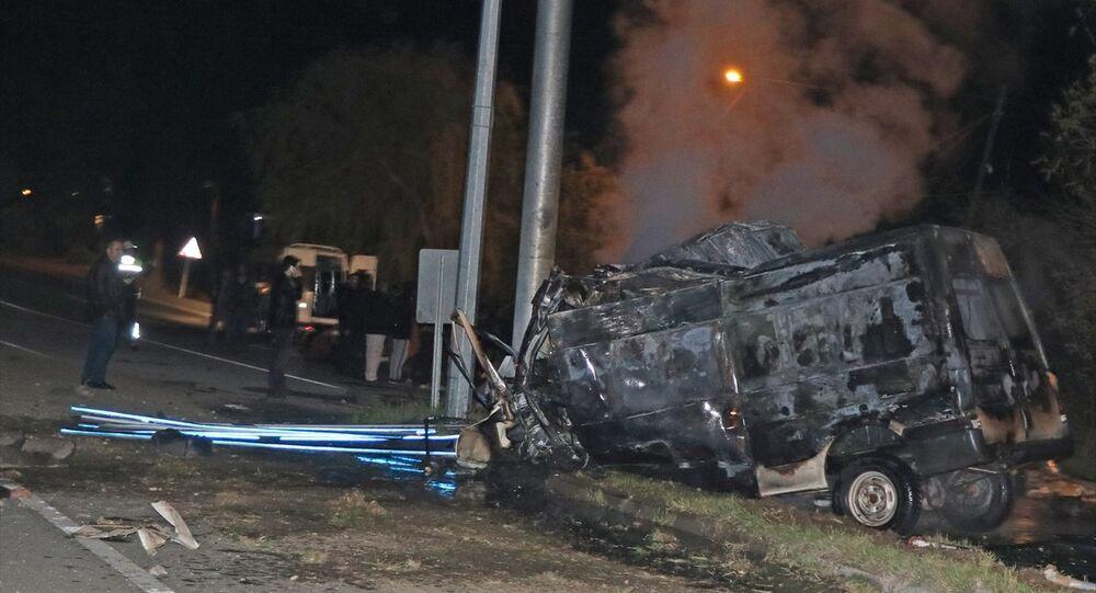 Iğdır'da göçmenleri taşıyan minibüs kaza yaptı