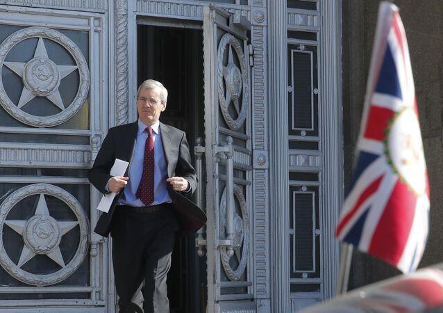 İngiltere'nin Rusya Büyükelçisi Laurie Bristow Rusya Dışişleri'nde ayrılırken