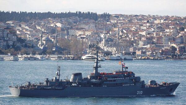 Rus gemisi İstanbul Boğazı'ndan geçti - Sputnik Türkiye