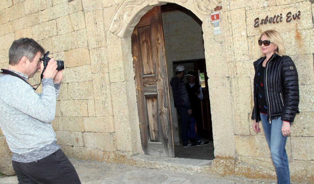 Ürgüp'te bir otelde kalan çift, gezdikleri Kapadokya'yı çok beğendiklerini söyledi